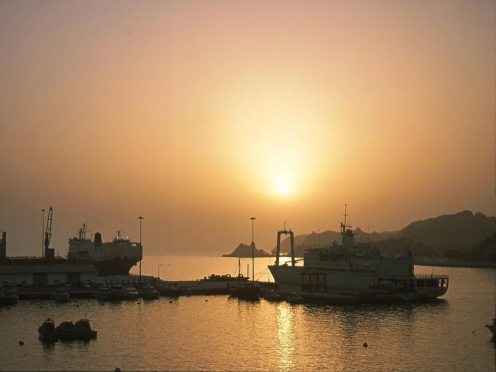 Sonnenaufgang Matrah Hafen / Sunrise Muttrah Harbour