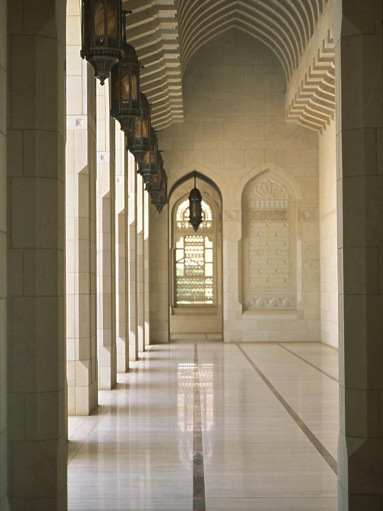 Große Sultan Qaboos Moschee Wandelgang / Sultan Qaboos Grand Mosque walkway