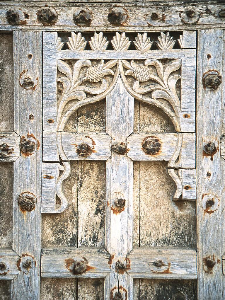 Holz Ornamente auf Tür / Wood ornaments on door